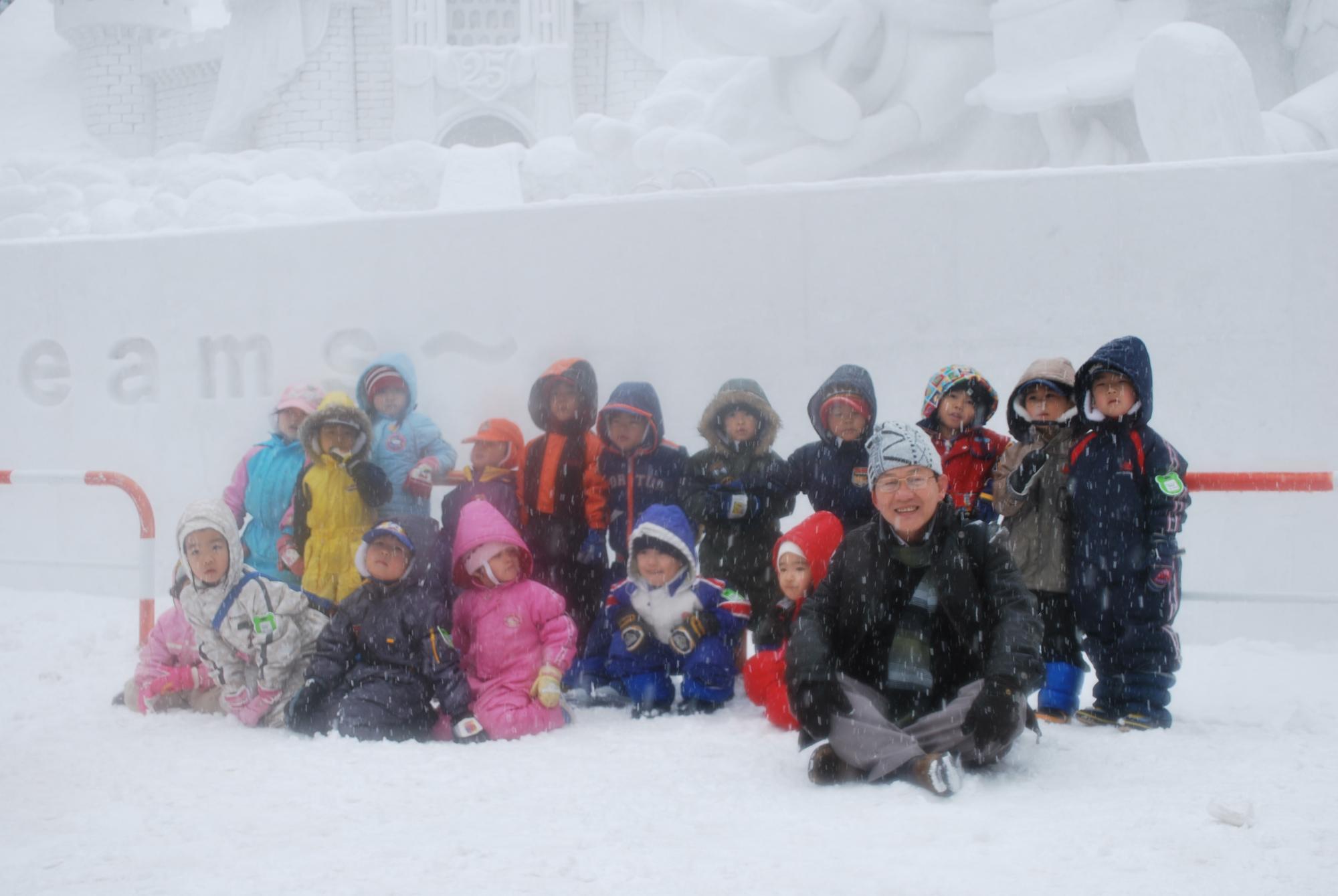 Kiến Đen và các trẻ em Nhật ở Sapporo trên đảo Hokkaido